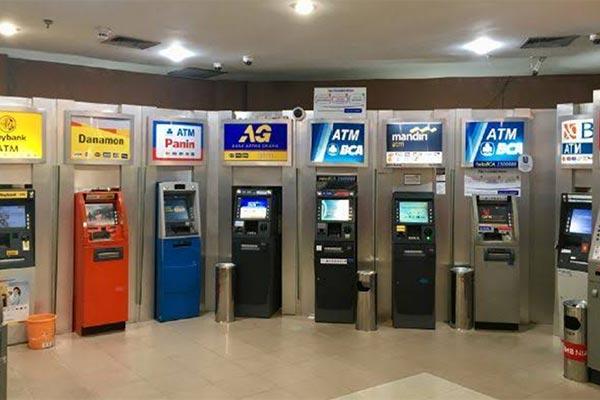 Lewat ATM Bank Lain