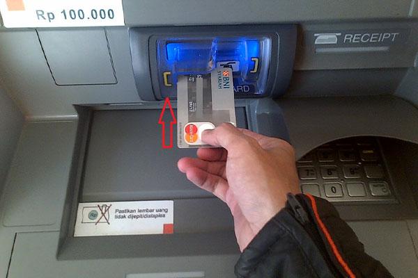 Cara Memasukan Kartu ATM Yang Baik dan Benar