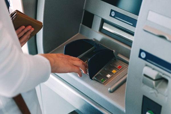 Cara Mengeluarkan Kartu ATM Jika Tertelan