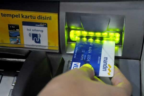 Melalu ATM Mandiri
