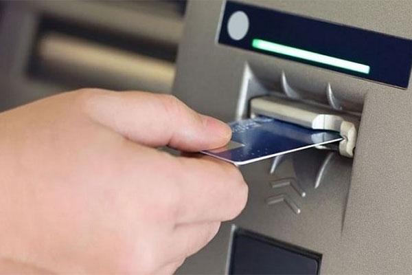 Salah Memasukkan Kartu ATM